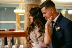 Красивая поза для свадебного фото